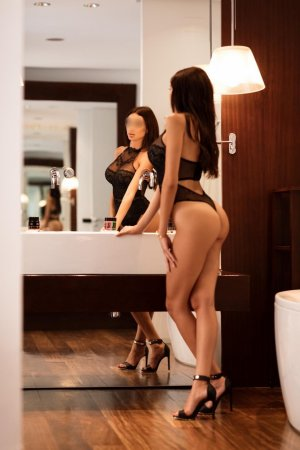 Jalila erotic massage in Mountain Brook Alabama