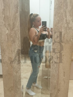 Anne-aurore nuru massage in Martin Tennessee