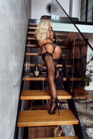 Anoushka nuru massage
