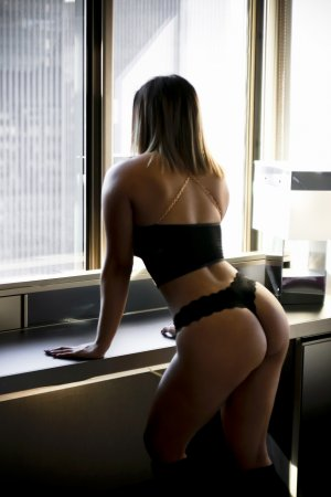 Annicka erotic massage in Struthers